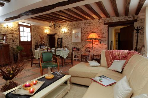 Ferme Historique Jean De La Fontaine : Bed and Breakfast near Sainte-Aulde