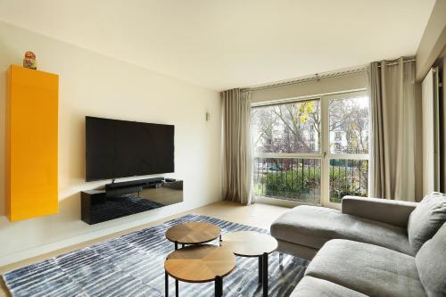 Apartment Neuilly : Apartment near Levallois-Perret