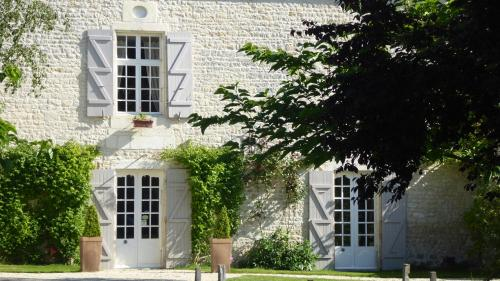 B&B Gagnepain La Riviere : Bed and Breakfast near Saint-Simon-de-Pellouaille