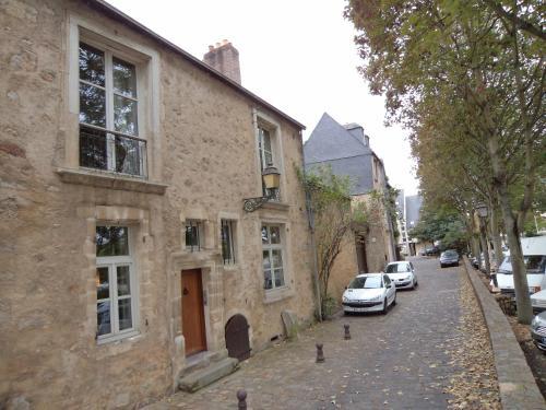 Logis de la Contrescarpe : Guest accommodation near Coulans-sur-Gée