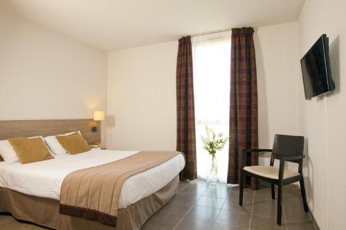 Séjours & Affaires Manosque Le Moulin Neuf : Guest accommodation near Manosque