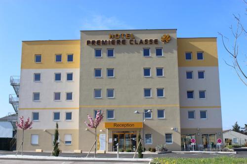 Premiere Classe Saint Etienne - Aéroport Bouthéon : Hotel near Saint-Just-Saint-Rambert