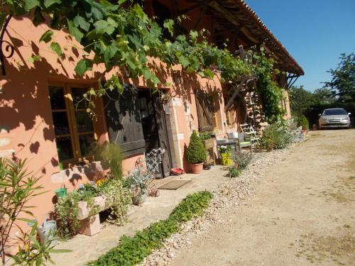 La Cassinette : Bed and Breakfast near Reyssouze