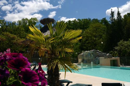 Camping Domaine de la Coronne : Guest accommodation near Montbrison-sur-Lez