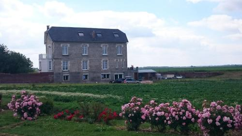 Villa Jules Verne - Chambres d'hôtes et gîte : Bed and Breakfast near Saint-Quentin