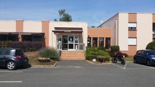 Hôtel Le Forestia : Hotel near Quiers-sur-Bézonde