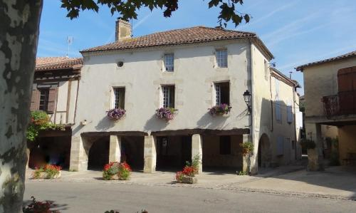 Les Hirondelles : Guest accommodation near Baudignan