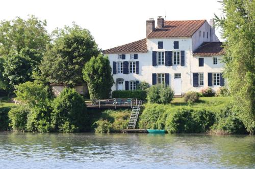 Les Séchoirs : Guest accommodation near Villeton