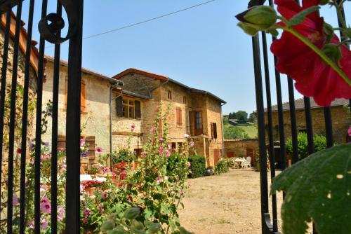 Domaine des Aloets : Bed and Breakfast near Frontenas