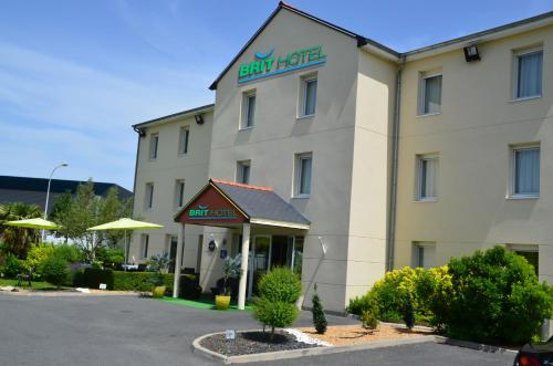 Brit Hotel Saumur : Hotel near Courchamps
