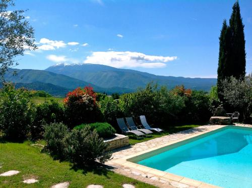 Le Mas de la Gloriette : Guest accommodation near Faucon