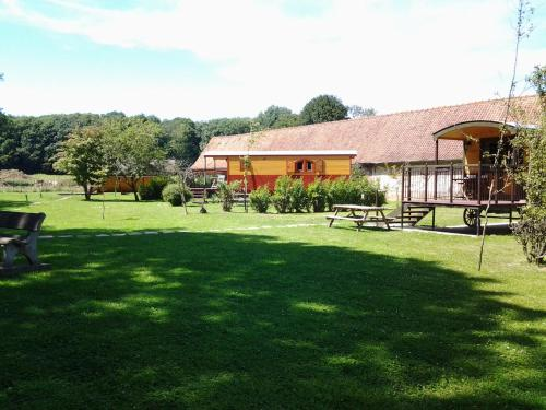 Domaine De Collen Insolite : Guest accommodation near Dominois