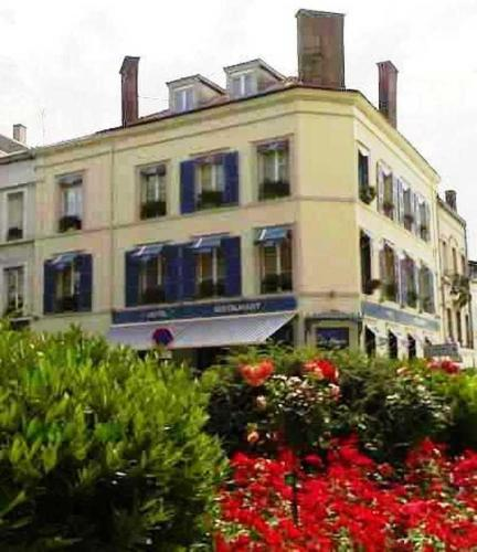 Hôtel De La Cloche : Hotel near Fleury-la-Rivière