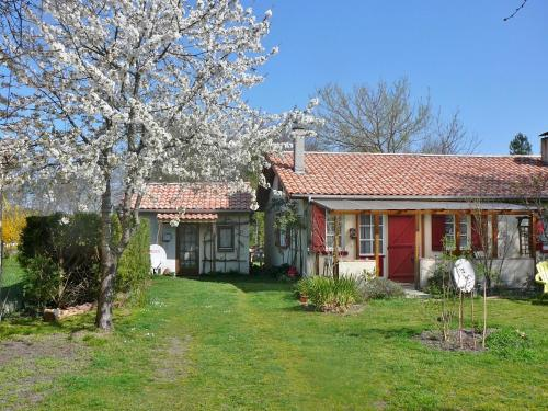 Guesthouse La Burle : Guest accommodation near Belin-Béliet