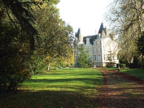 Chateau de l'Oseraie : Guest accommodation near Miré