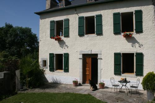 La Maison Aux Volets Verts : Bed and Breakfast near Jasses