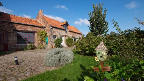 Bed&B La Ferme De L'ostrevent : Bed and Breakfast near Villers-au-Tertre