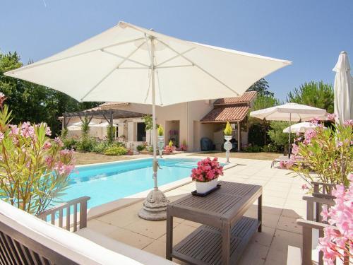 Villa La Haute Prèze 34 Prè De La Dordogne : Guest accommodation near Eymouthiers