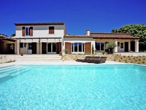 Villa La Grande Colline Le Seize : Guest accommodation near Arnaud-Guilhem