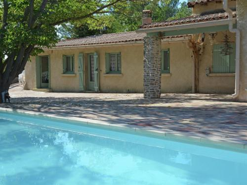 Holiday home Belle Maison Piscine Et Lac : Guest accommodation near Lacoste