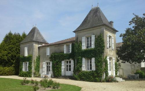 Le Logis De Ruelle : Bed and Breakfast near Montignac-Charente