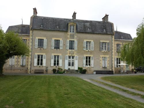 Château Oliveau : Bed and Breakfast near Le Veurdre