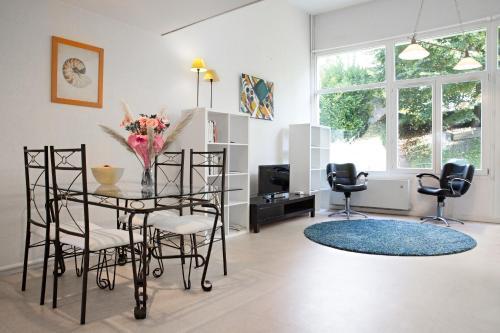 Les Glycines : Apartment near La Rivière-Saint-Sauveur