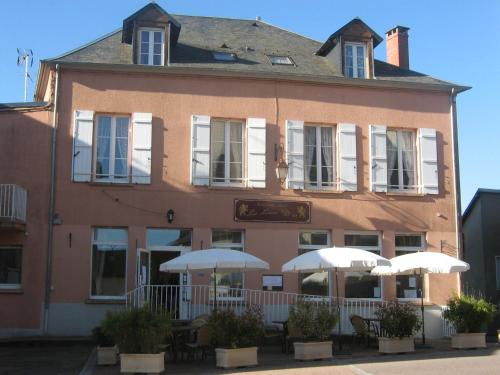 Le Lion D'or : Hotel near Saint-Brisson
