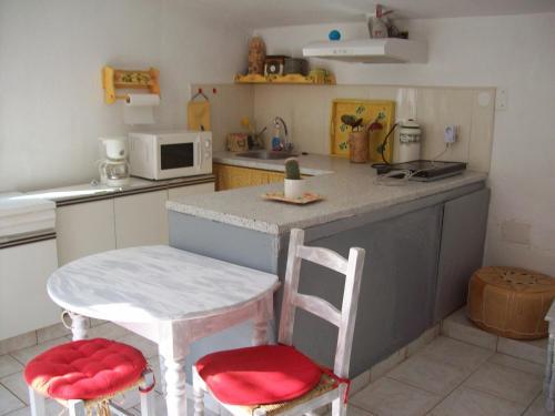 Appartement A Lambesc : Apartment near Saint-Cannat