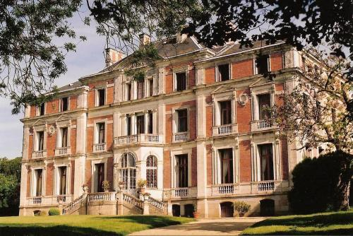 Palais Briau : Bed and Breakfast near Saint-Laurent-du-Mottay
