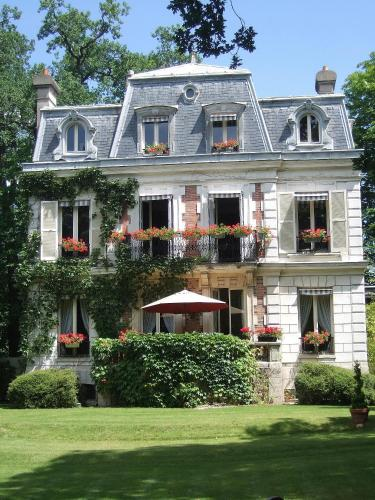 Villa Carioca : Bed and Breakfast near Jouy-le-Moutier