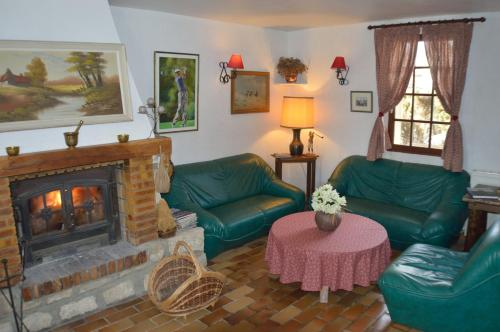 La Besace : Bed and Breakfast near Mâchecourt