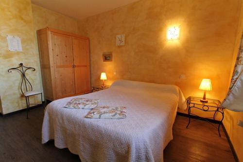 Auberge La Cardabelle : Guest accommodation near Cornus