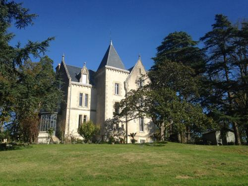 Chateau Mathias : Bed and Breakfast near Castelnau-sur-Gupie
