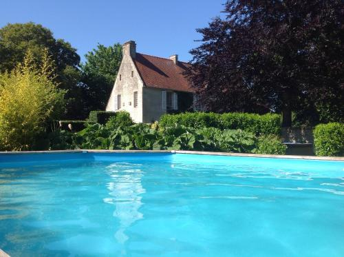 Manoir De Cauvicourt : Guest accommodation near Saint-Aignan-de-Cramesnil