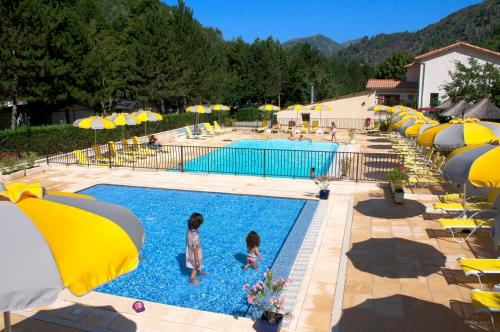 Camping Les Eaux Chaudes : Guest accommodation near Mézel