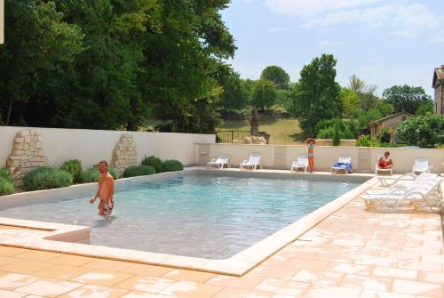 Lagrange Grand Bleu Vacances – Résidence La Closerie : Guest accommodation near Barjac