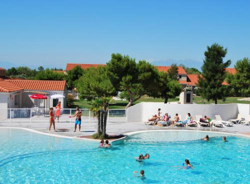 Lagrange Grand Bleu Vacances – Résidence Le Mas de Torreilles : Guest accommodation near Saint-Hippolyte