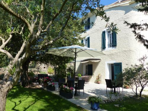 Le Moulin de Varrians : Bed and Breakfast near Esparron