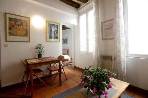 Lovely and Typical 1 bedroom : Apartment near Paris 2e Arrondissement
