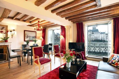 Bourbon Exclusive With View : Apartment near Paris 4e Arrondissement