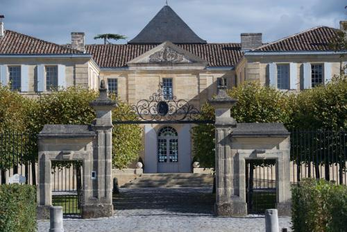 Château du Tertre : Guest accommodation near Mombrier