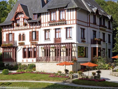 Logis Bois Joli : Hotel near Saint-Hilaire-de-Briouze