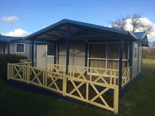 Camping Les Naïades : Guest accommodation near Dommartin-sous-Hans