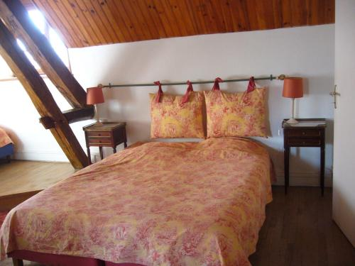 Au Moulin De Vezelay : Bed and Breakfast near Michaugues