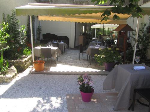 Logis Au Croissant : Hotel near Chezelles