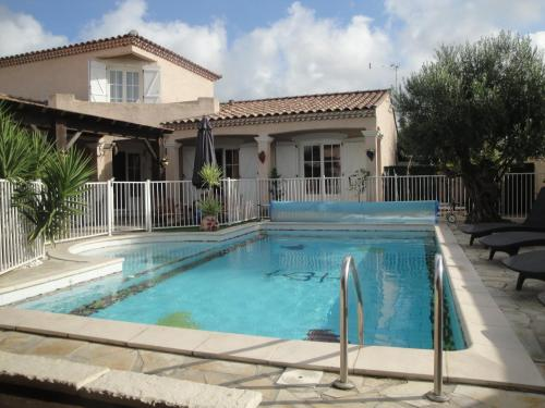 Villa Lombrine : Guest accommodation near Saint-Laurent-d'Aigouze