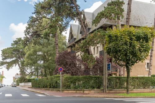 Résidence Pierre & Vacances Les Embruns : Guest accommodation near Tourgéville