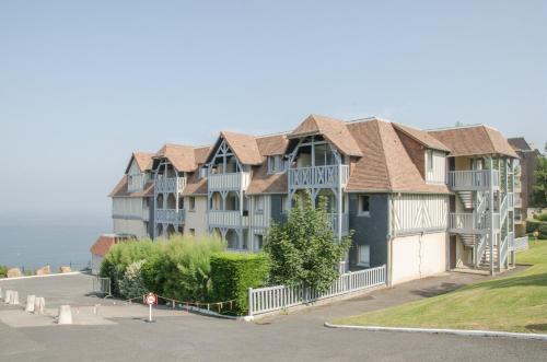 Résidence Pierre & Vacances Les Tamaris : Guest accommodation near Villerville