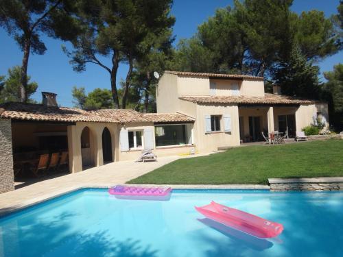 Villa à l'ombre des pins : Guest accommodation near Bouc-Bel-Air